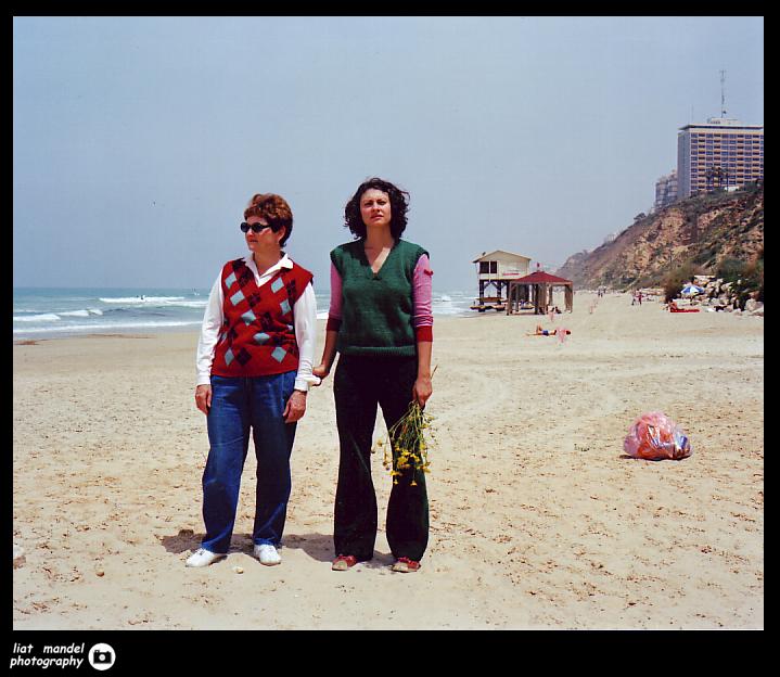 אני ואמא עם זר חרציות 2003